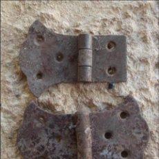 Antigüedades: X 2 BISAGRAS GÓTICO VINTAGE HIERRO RÚSTICO. Lote 193426626