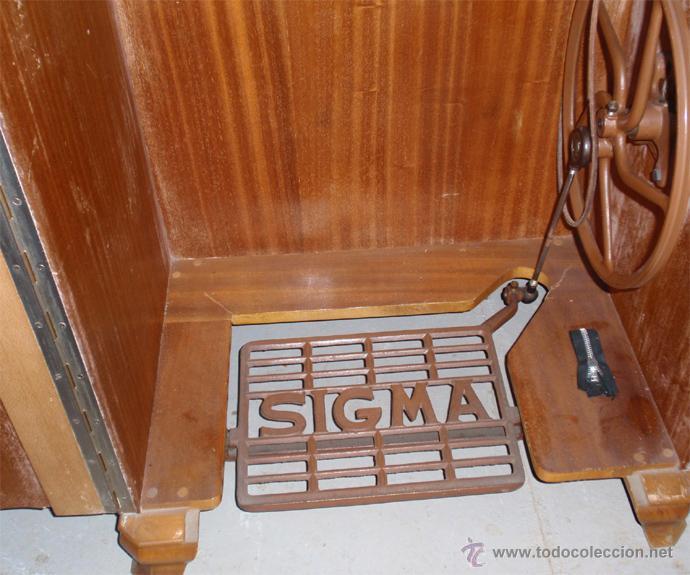 Antigüedades: Maquina de coser Sigma con mueble. Muy buen estado. Funciona. Estarta y ecenarro. - Foto 7 - 48097289