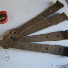 Antigüedades: LOTE DE 4 BISAGRAS DE FORJA MUY ANTIGUAS Y LABRADAS , VERRR. Lote 48115149