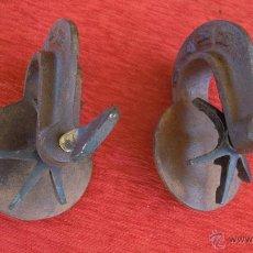 Antigüedades: 2 SARGENTOS SARGENTO ANTIGUOS EN HIERRO Y BRONCE MUY BONITOS. INDICAN RAYO. FUNCIONANDO. Lote 48191988
