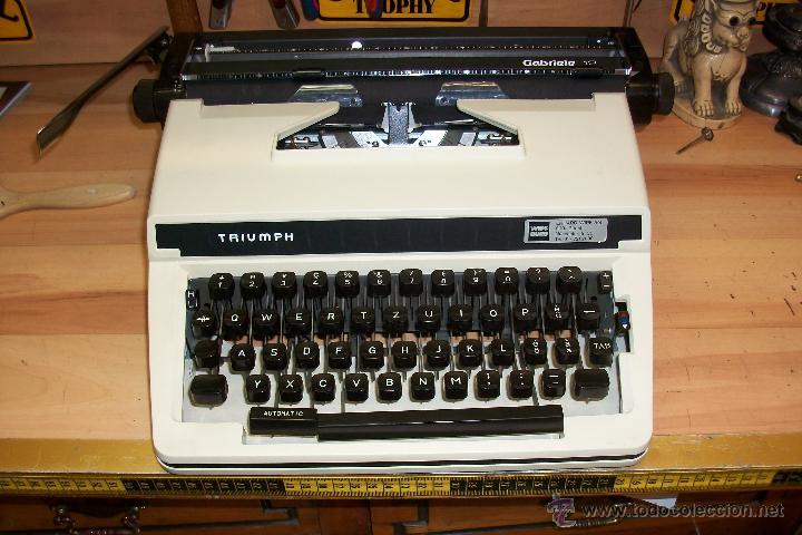 ANTIGUA MAQUINA DE ESCRIBIR TRIUMPH.MODELO GABRIELE 12 (Antigüedades - Técnicas - Máquinas de Escribir Antiguas - Triumph)