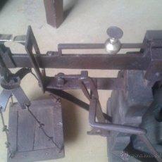 Antigüedades: ANTIGUA BASCULA DE MUSEO- RESTARADA. Lote 48216821