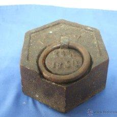 Antigüedades: PESA HEXAGONAL DE 25 LIBRAS DE 1850 CON MARCAS F N Y A V, MEDIDA DE PESO, PONDERAL.. Lote 56725641