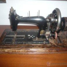 Antigüedades: MAQUINA DE COSER PORTATIL MARCA FRISTER&ROSSMANN ALEMANA. Lote 48225471