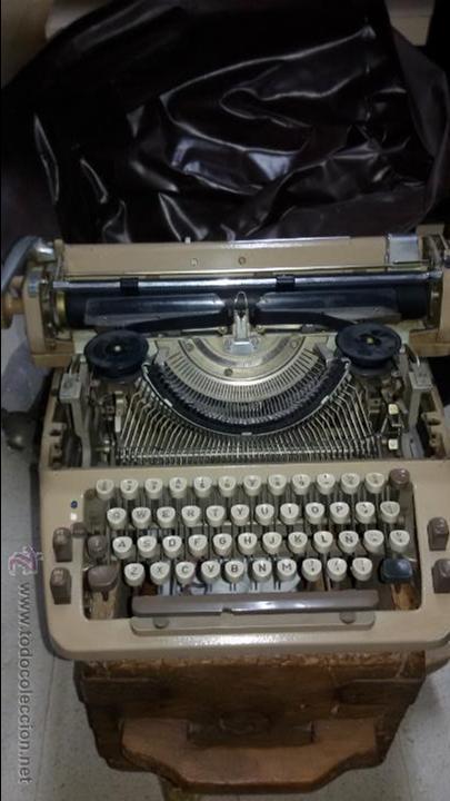 MÁQUINA DE ESCRIBIR TRIUMPH (Antigüedades - Técnicas - Máquinas de Escribir Antiguas - Triumph)