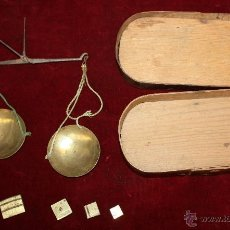 Antigüedades: ANTIGUA BALANZA DE PRECISION, PARA CAMBISTAS DE MONEDA DE ORO Y PLATA. SIGLO XVIII. Lote 48279232