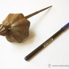 Antigüedades: CLAVO DE HIERRO DE FORJA ANTIGUO. Lote 99541735