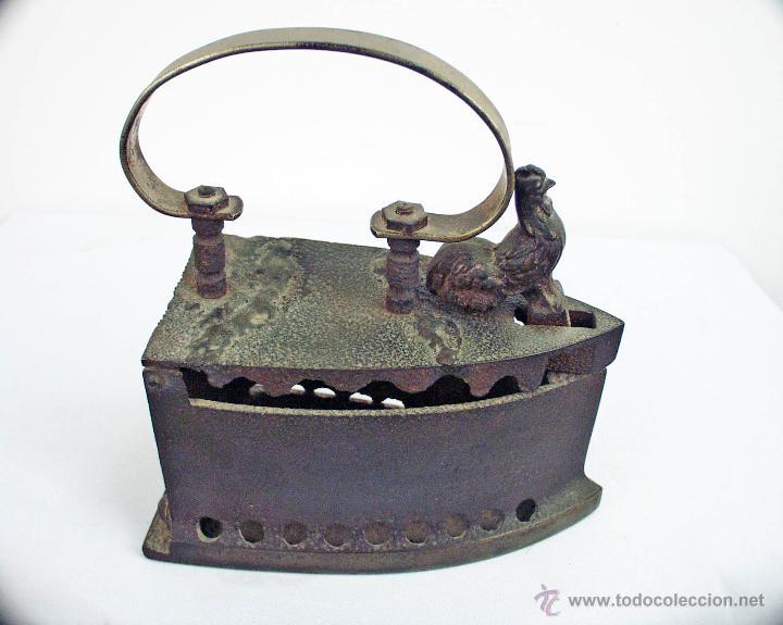 PLANCHA DE HIERRO FUNDIDO DEL GALLO (Antigüedades - Técnicas - Planchas Antiguas - Carbón)