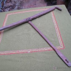 Antigüedades: CERROJO ANTIGUO MUY GRANDE EN HIERRO FORJADO.. Lote 48518421