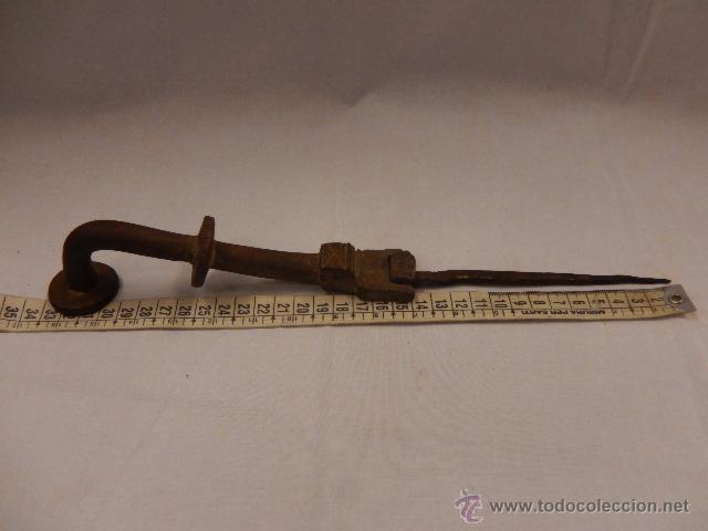Antigüedades: Aldaba o llamador, de hierro. Siglo XVII. - Foto 12 - 48526395