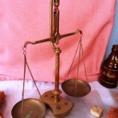 Antigüedades: VIEJA BALANZA DE JOYERÍA EN BRONCE. . Lote 48552249