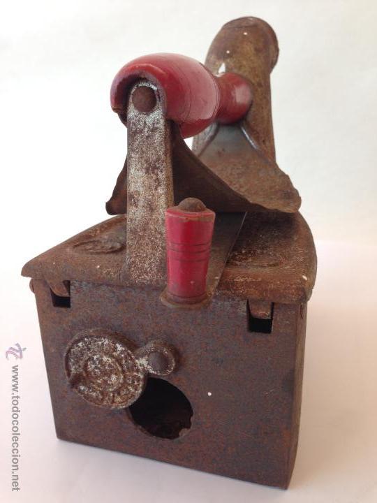 Antigüedades: PLANCHA ANTIGUA DE CARBON SIN ROTURAS POR TEMPERATURA Y DESGASTE - Foto 3 - 48597444