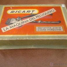 Antigüedades: MAQUINA PARA CORTAR EL PELO MARCA RICART CON ACCESORIOS Y CAJA ORIGINAL. Lote 48602341