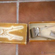 Antigüedades: MAQUINA PARA CORTAR EL PELO MARCA.VDA DE GESSE(MADRID) CON ACCESORIOS Y CAJA ORIGINAL. Lote 48602350
