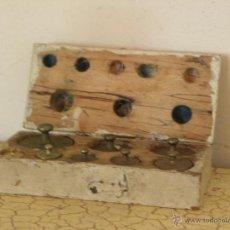 Antigüedades: JUEGO DE PESAS PONDERALES HASTA 200 GR - 8 PESAS. Lote 48634073