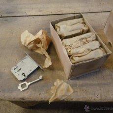 Antigüedades: LOTE DE 12 CERRADURAS PARA MUEBLES , VITRINAS CAJONES ETC. , VER FOTO. Lote 180108683