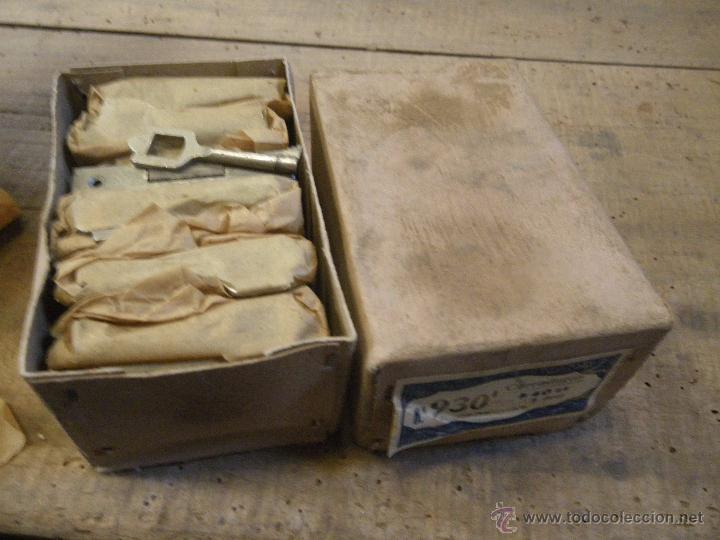Antigüedades: LOTE DE 12 CERRADURAS PARA MUEBLES , VITRINAS CAJONES ETC. , VER FOTO - Foto 3 - 180108683
