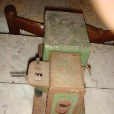 Antigüedades: ANTIGUO PROYECTOR DE CINE NIC DE LOS AÑOS 40-50. Lote 39744485