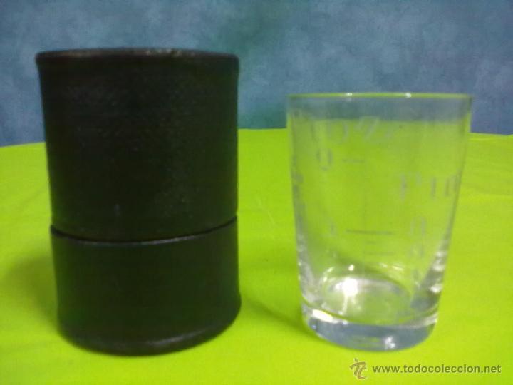 MEDICINE GLASS VASO DOSIFICADOR EN SU CAJA FUNDA (Antigüedades - Técnicas - Herramientas Profesionales - Medicina)