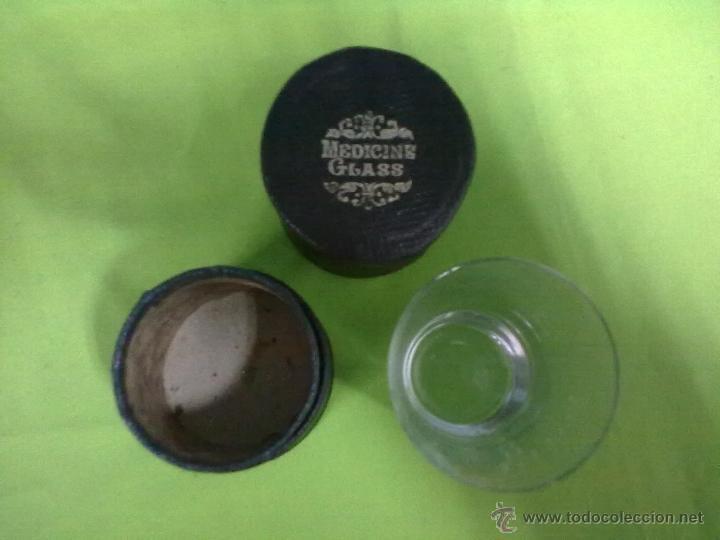 Antigüedades: MEDICINE GLASS VASO DOSIFICADOR EN SU CAJA FUNDA - Foto 2 - 48671303