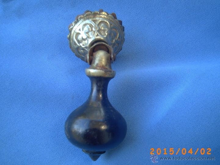 Antigüedades: ANTIGUO Y BELLO TIRADOR EN METAL Y MADERA - - Foto 2 - 48727135