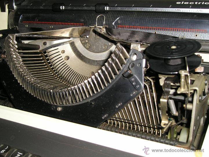 Antigüedades: MAQUINA DE ESCRIBIR ELECTRICA TRIUMPH Y MESA OFICINA METALICA INVOLCA - Foto 12 - 37755851