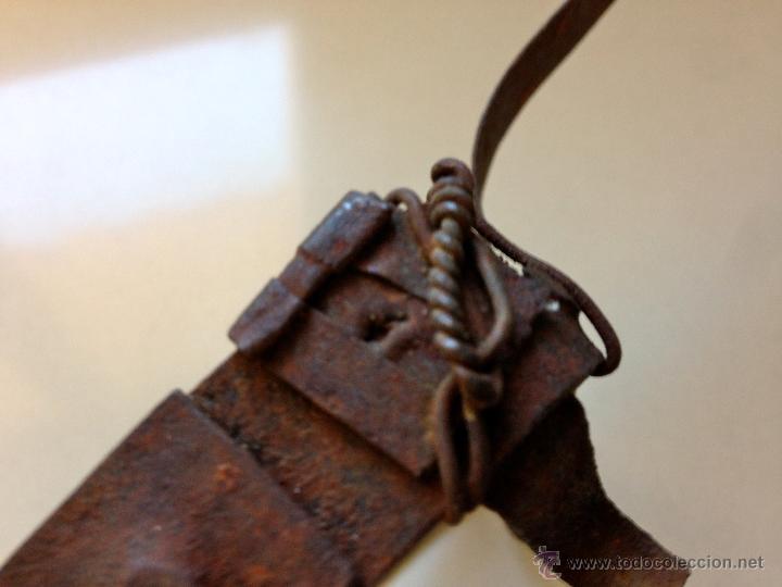 Antigüedades: ANTIGUO SOPORTE REPOSA PLANCHA DE HIERRO - Foto 2 - 48749598