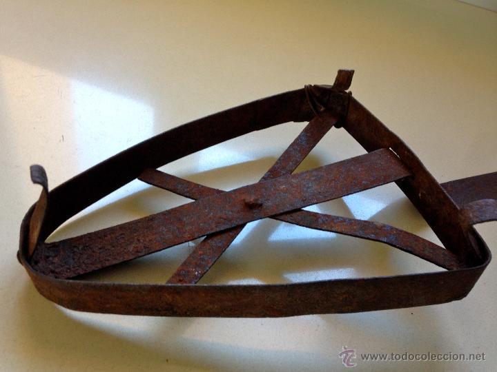 Antigüedades: ANTIGUO SOPORTE REPOSA PLANCHA DE HIERRO - Foto 3 - 48749598