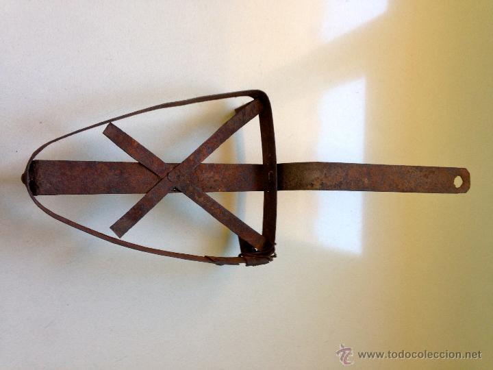 Antigüedades: ANTIGUO SOPORTE REPOSA PLANCHA DE HIERRO - Foto 4 - 48749598