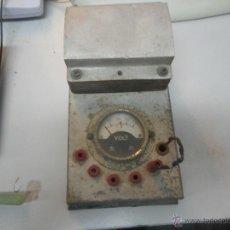 Antigüedades: VOLTIMETRO TRANSFORMADOR EN BASE DE MADERA. Lote 48773941