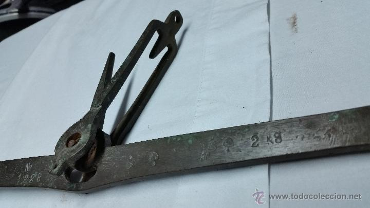 Antigüedades: BALANZA MUY ANTIGUA DE BRONCE CON MULTIPLES SELLOS,SIGLO XVIII - Foto 5 - 48809225