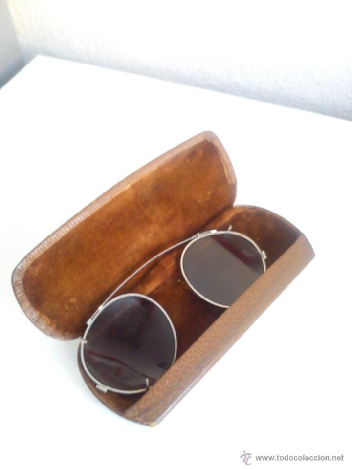 ANTIGUAS GAFAS DE SOL PARA APLICAR EN SUIAS GAFAS DE USAR DIA A DIA,SELADA LA CAJA W.MOAT,TUNBRIDGE (Antigüedades - Técnicas - Instrumentos Ópticos - Gafas Antiguas)