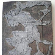 Antigüedades: ANTIGUA PLACA DE SERIAGRIA DE IMPRENTA MAPA COSTA BRAVA AÑOS 50. Lote 48839390