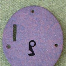Antigüedades: CERRADURA ANTIGUA OVALADA PARA ARQUITA, EN HIERRO FORJADO. SIGLO XIX.. Lote 48864283