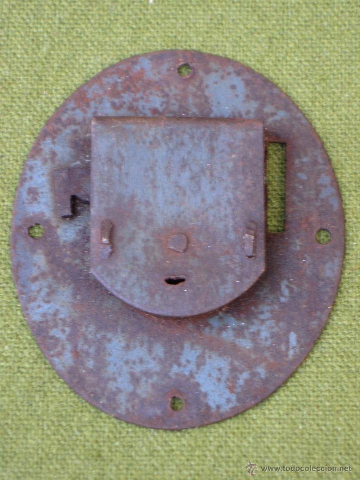 Antigüedades: CERRADURA ANTIGUA OVALADA PARA ARCON O BAUL, EN HIERRO FORJADO. S/XIX. - Foto 2 - 48864694