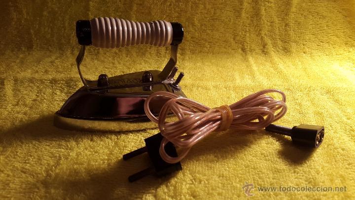 Antigüedades: ANTIGUA PLANCHA ELÉCTRICA DE VIAJE (AÑOS 60-70 MARCA SOLAC) - Foto 4 - 48927199