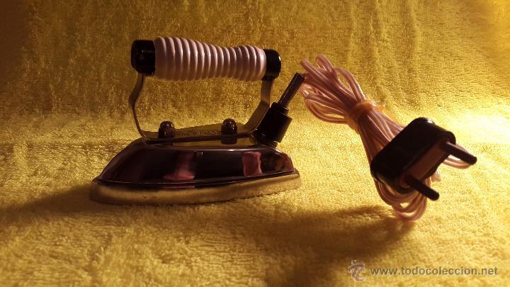 Antigüedades: ANTIGUA PLANCHA ELÉCTRICA DE VIAJE (AÑOS 60-70 MARCA SOLAC) - Foto 5 - 48927199