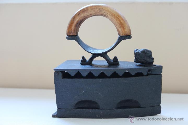 PLANCHA DE HIERRO (Antigüedades - Técnicas - Planchas Antiguas - Carbón)