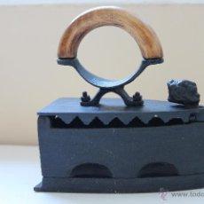 Antigüedades: PLANCHA DE HIERRO. Lote 49049845