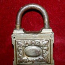 Antigüedades: ANTIGUO CANDADO EN BRONCE CON SU LLAVE ORIGINAL. Lote 49085593