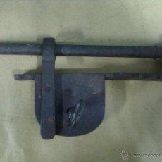 Antigüedades: CANDADO BARRA FORJA DE HIERRO S. XIX. Lote 49101703