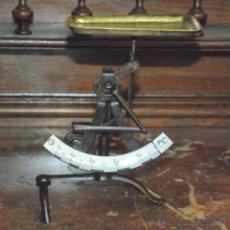 Antigüedades: ANTIGUA BALANZA POSTAL O PESACARTAS CONCAV MONOGRAD D.R.G.M. 50 GR. ALEMANIA. Lote 49145365