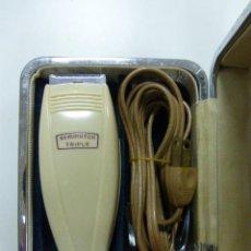 Antigüedades: ANTIGUA MAQUINA/MAQUINILLA ELECTRICA DE AFEITAR REMINGTON TRIPLE 1970. Lote 49169413