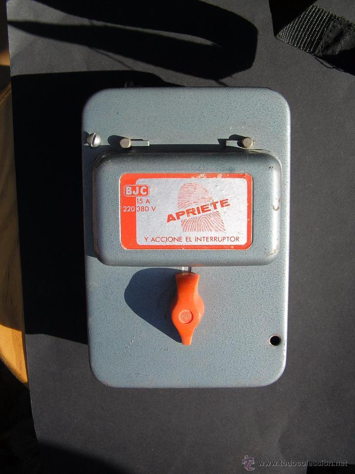 DIFERENCIAL , FUSIBLES . BJC 15A 220-380 V. CAJA DE METAL Y PIEZAS DE PORCELANA. (Antigüedades - Técnicas - Herramientas Profesionales - Electricidad)
