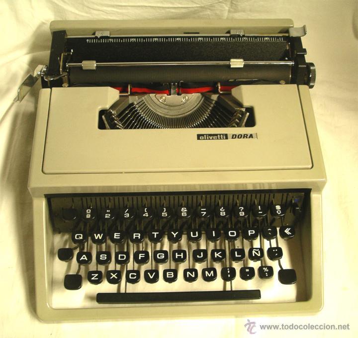 MAQUINA DE ESCRIBIR OLIVETTI DORA, EN BUEN ESTADO CON ESTUCHE, AÑOS 60. (Antigüedades - Técnicas - Máquinas de Escribir Antiguas - Olivetti)
