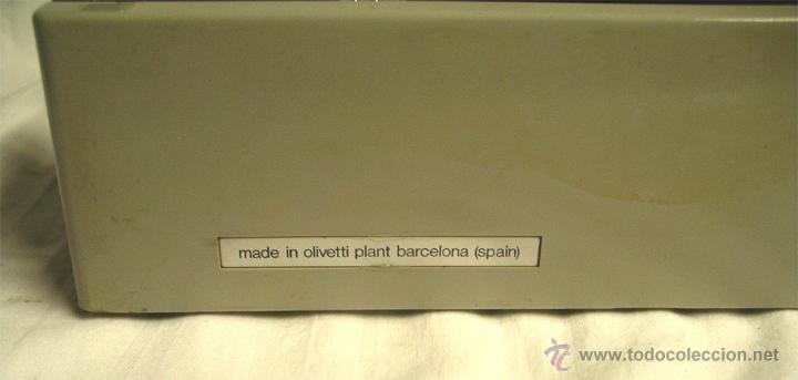 Antigüedades: Maquina de escribir Olivetti DORA, en buen estado con estuche, años 60. - Foto 4 - 49359872