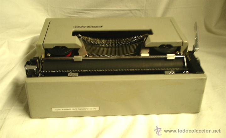 Antigüedades: Maquina de escribir Olivetti DORA, en buen estado con estuche, años 60. - Foto 5 - 49359872