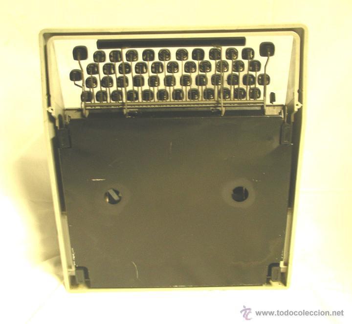 Antigüedades: Maquina de escribir Olivetti DORA, en buen estado con estuche, años 60. - Foto 6 - 49359872