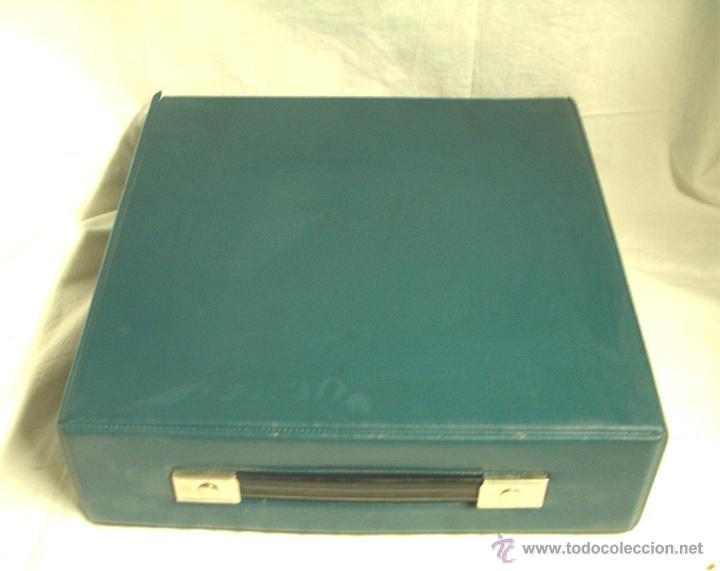 Antigüedades: Maquina de escribir Olivetti DORA, en buen estado con estuche, años 60. - Foto 7 - 49359872