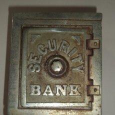 Antigüedades: ANTIGUA HUCHA. CAJA FUERTE. HIERRO DECORADA EN RELIEVE. SECURITY BANK. VER FOTOS. Lote 49441999